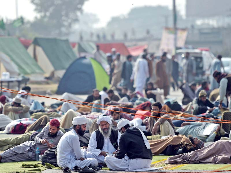 second deadline to call off faizabad sit in ends protest continues