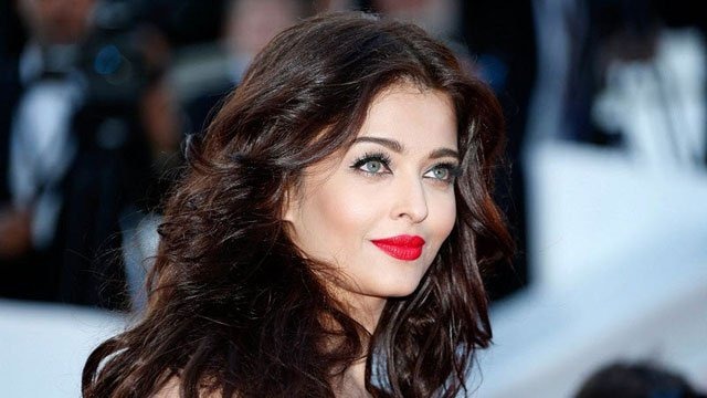aishwarya rai in tears after paparazzi misbehaves