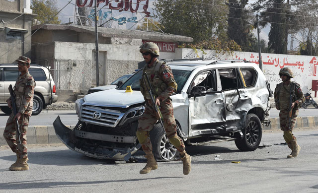 soldiers arrive at the site of a suicide bombing in quetta on november 25 2017 photo afp
