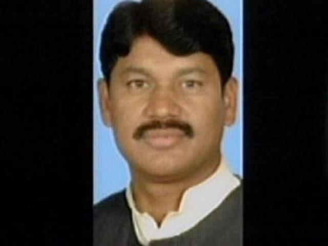 mna tahir iqbal chaudhry quits pml n
