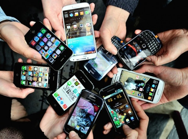 pakistani consumers shift from smart to super phones