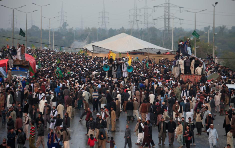 unveil report or be prepared for a march on islamabad warns tehreek e labbaik