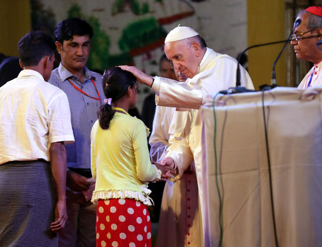 pope francis meets a group of rohingya refugees during an inter religious conference at st mary 039 s cathedral in dhaka bangladesh december 1 2017 reuters