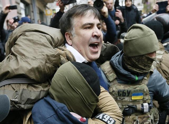 chaotic scenes as former georgian president saakashvili detained in kiev