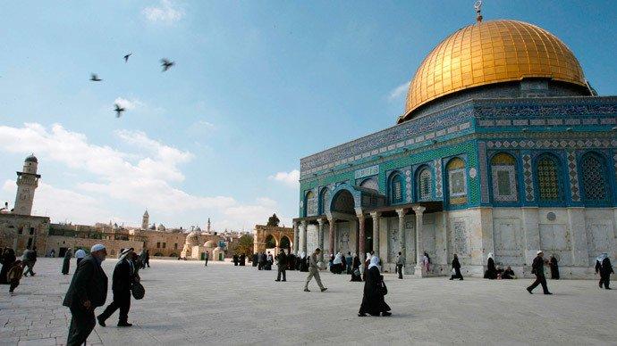israel prevents prayers in al aqsa on coronavirus pretext