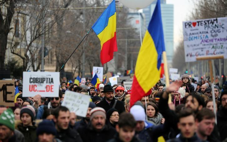 romanians stage fresh anti corruption protests