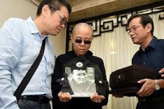 chinese dissident s widow sends desperate letter