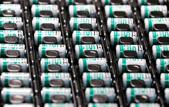 be careful of lithium ion batteries europe warns christmas air travellers