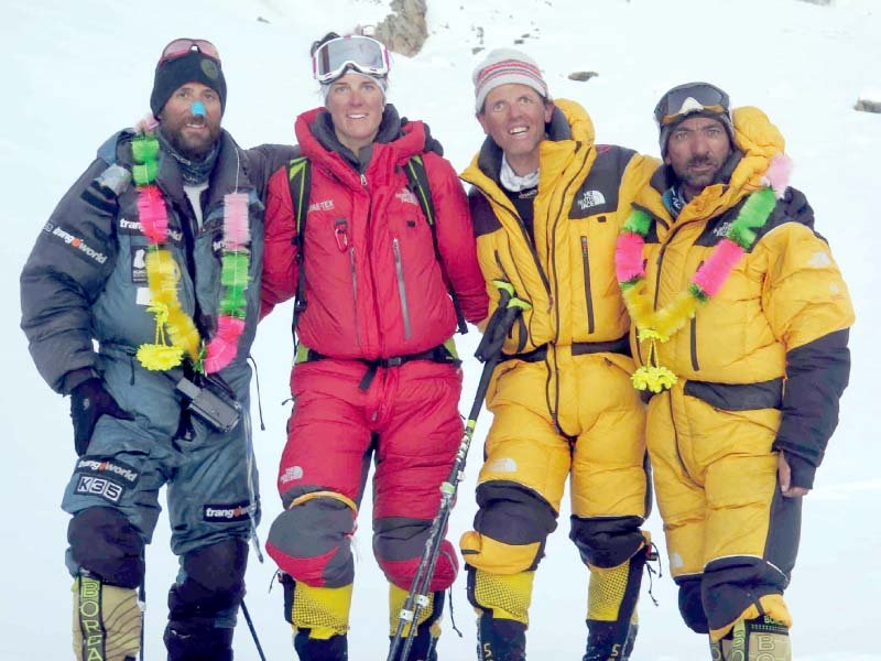 ali sadpara set to hoist pakistan s flag on mount everest