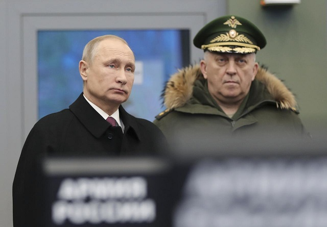 Russian President Vladimir Putin (L) visits the Military Academy of the Strategic Missile Forces, named after Peter the Great, outside Moscow, Russia December 22, 2017.  PHOTO: REUTERS