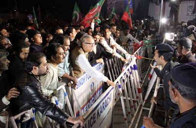 pti kissan insaf rally met by police aggression
