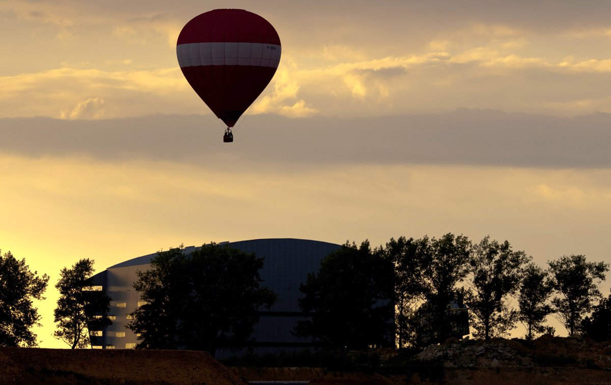 s african tourist killed in egypt balloon crash 12 injured ministry official