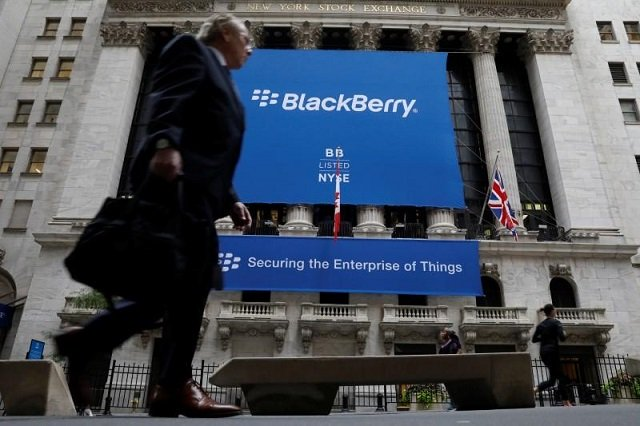 A banner for BlackBerry Ltd hangs to celebrate the company's transfer trading to the New York Stock Exchange (NYSE) in New York, US, October 16, 2017.  PHOTO: REUTERS