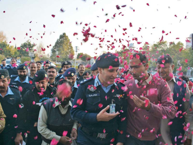 ssp kiani gets rousing send off