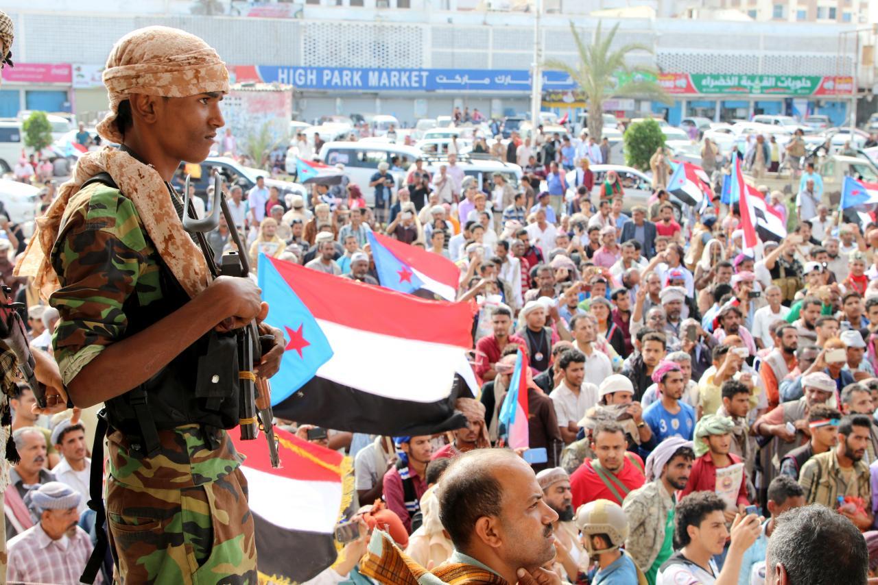 tank battle rocks yemen s coup hit aden