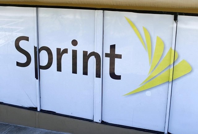 sprint beats on quarterly revenue raises outlook