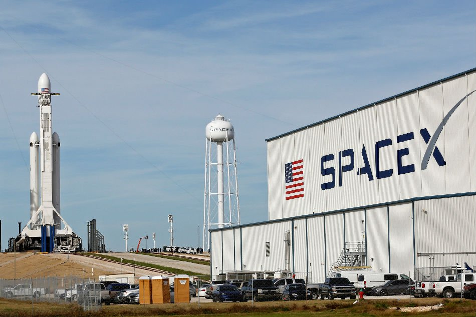 a spacex falcon heavy rocket stands on historic launch pad 39a as it is readied for its first demonstration flight at the kennedy space center in cape canaveral florida us photo reuters