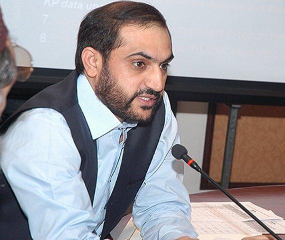 bizenjo distributes laptops among journalists