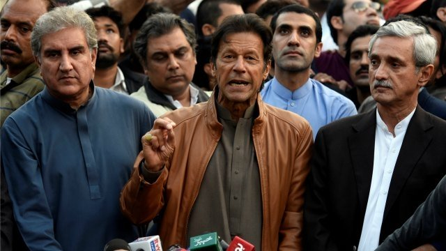 imran khan with shah mehmood qureshi left and jahangir tareen right photo reuters