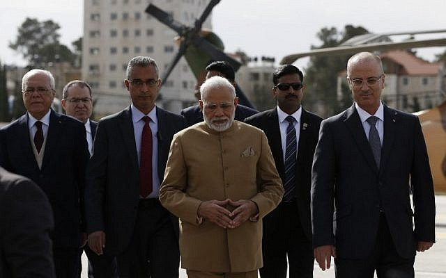 indian prime minister narendra modi walks with palestinian prime minister rami hamdallah upon his arrival in the west bank city of ramallah for a meeting with palestinian president mahmud abbas photo afp