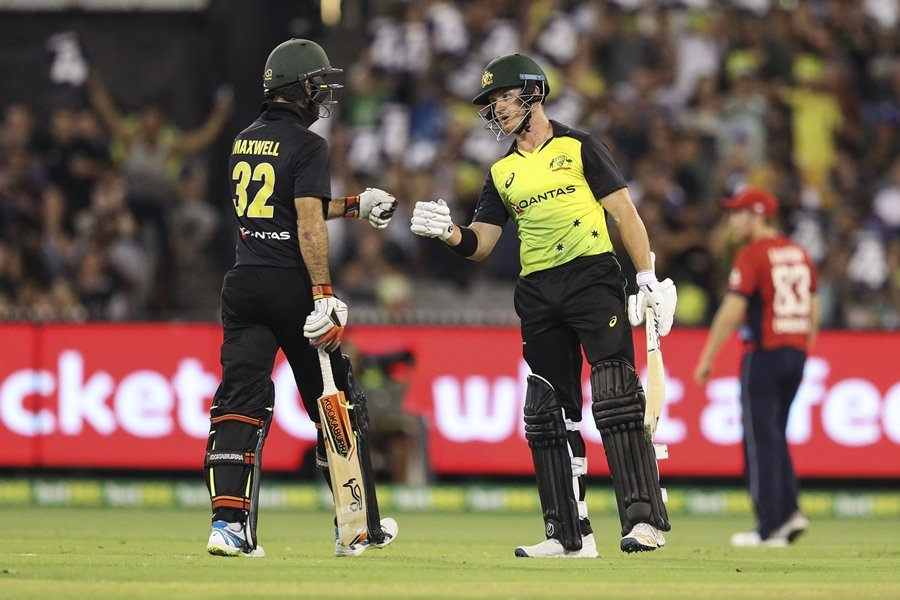 australia 039 s glen maxwell l and d 039 arcy short congratulate one another during the twenty20 international tri series cricket match between england and australia at the mcg in melbourne on february 10 2018 photo afp