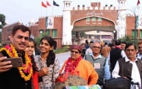 india stops 200 hindu pilgrims from coming to pakistan