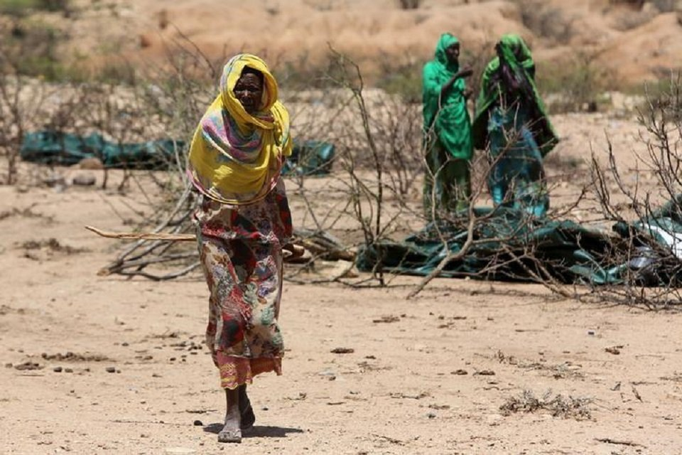 An internally displaced woman walks through a camp on the outskirts of the town of Qol Ujeed, on the border with Ethiopia, Somaliland April 17, 2016.  PHOTO: REUTERS