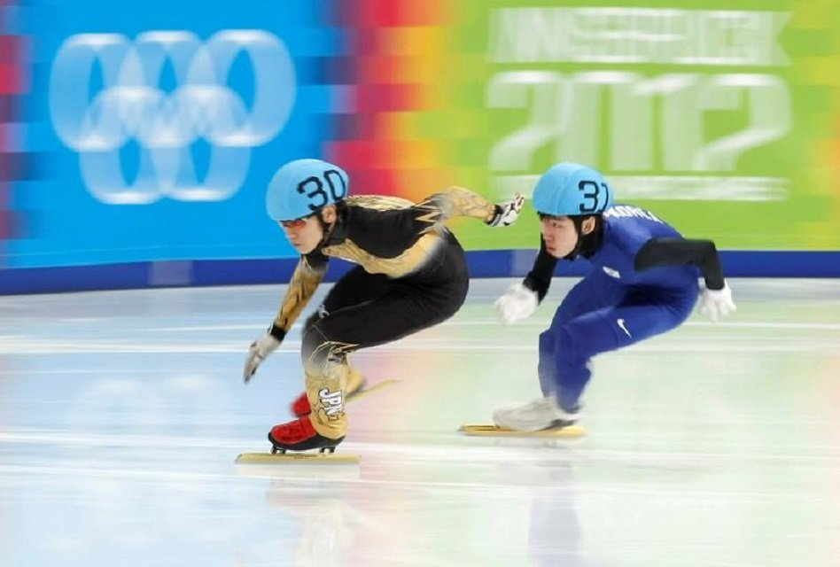 japan 039 s kei saito skates ahead of south korea 039 s lim hyo jun during the men 039 s 500m short track semi finals at the first winter youth olympic games in innsbruck january 19 2012 photo reuters