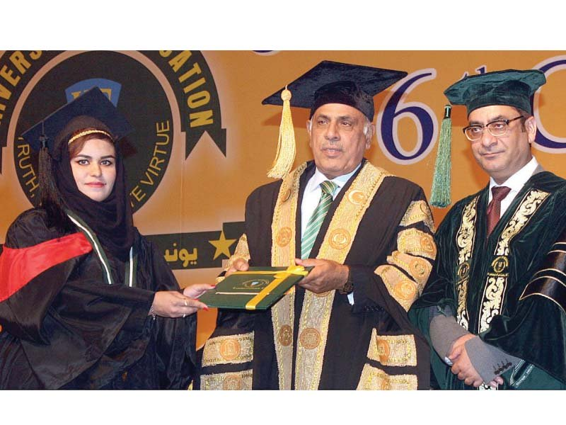 Governor Rafique Rajwana awards degree to a student during the convocation. PHOTO: APP
