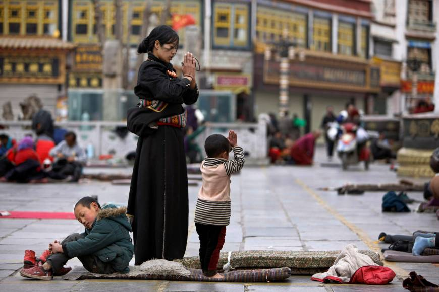 tibetans pray outside jokhang monastery ahead of tibetan new year 039 s day in lhasa photo reuters