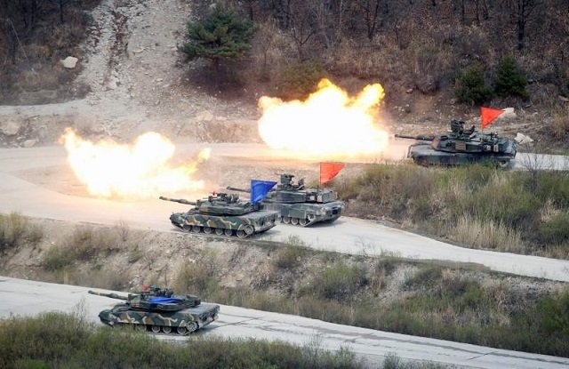 south korean army k1a1 and us army m1a2 tanks fire live rounds during a us south korea joint live fire military exercise at a training field near the demilitarized zone separating the two koreas in pocheon south korea april 21 2017 photo reuters