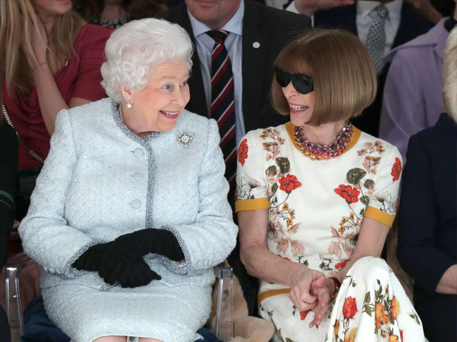 britain s queen elizabeth ii sits next to vogue editor in chief anna wintour as they view richard quinn 039 s runway show before presenting him with the inaugural queen elizabeth ii award for british design as she visits london fashion week in london britain february 20 2018 reuters yui mok pool