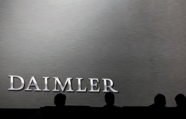 Daimler board members sit on the podium during the company's annual news conference in Stuttgart, Germany, February 4, 2016.  PHOTO: REUTERS