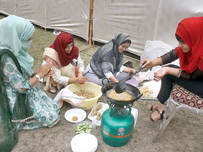 students prepare food items during nutrition mela at uaf photo inp