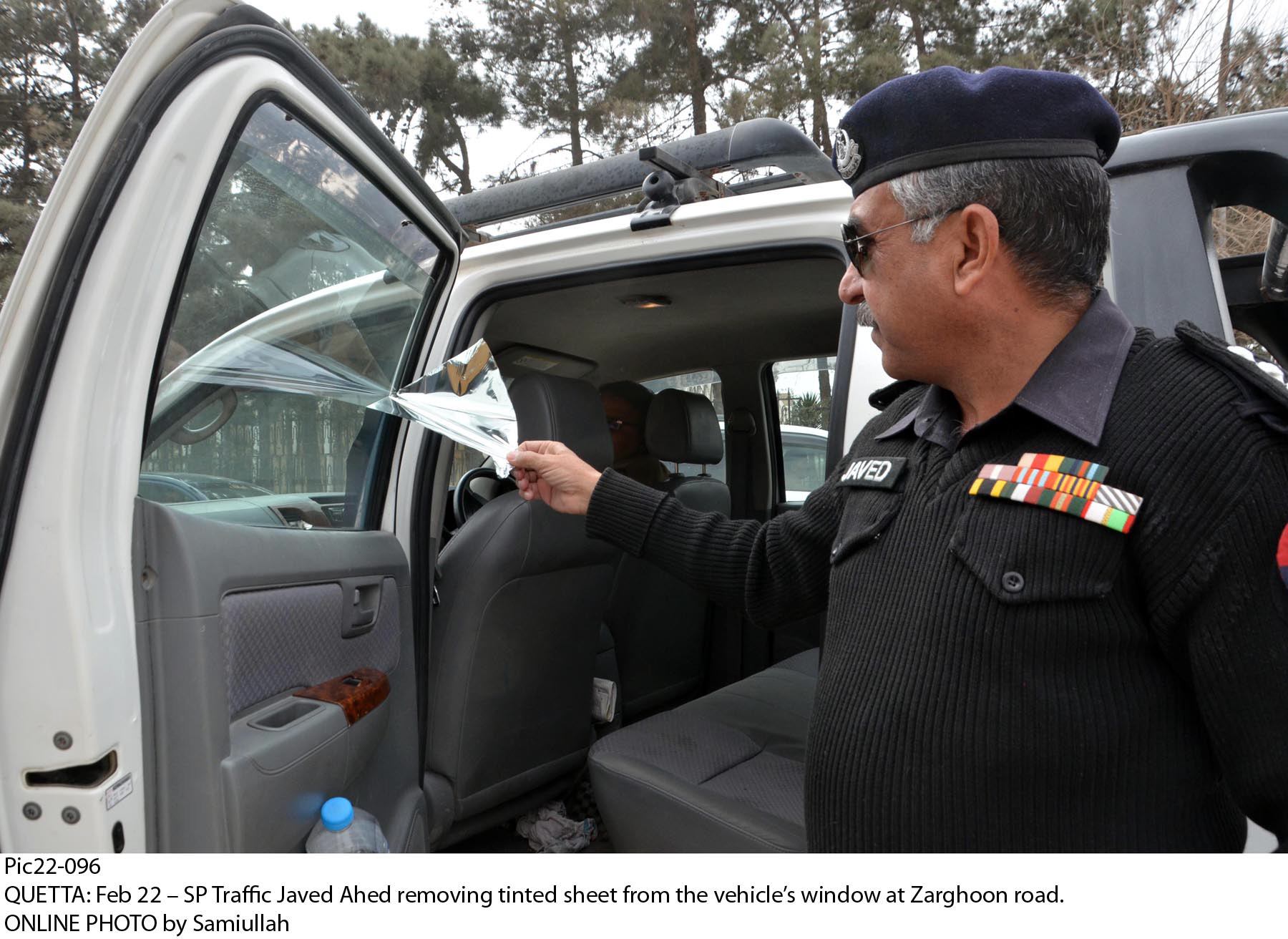 traffic superintendent of police javed ahad removing tint from a vehicle 039 s window on zarghoon road in quetta photo online