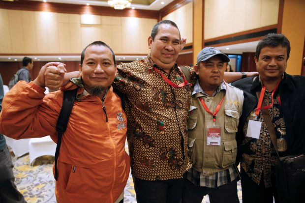 former indonesian militant toni togar sarinah jakarta bomb victims denny mahieu former militant ramses and ramli pose for a photo after a meeting between former militants and victims in jakarta indonesia photo reuters