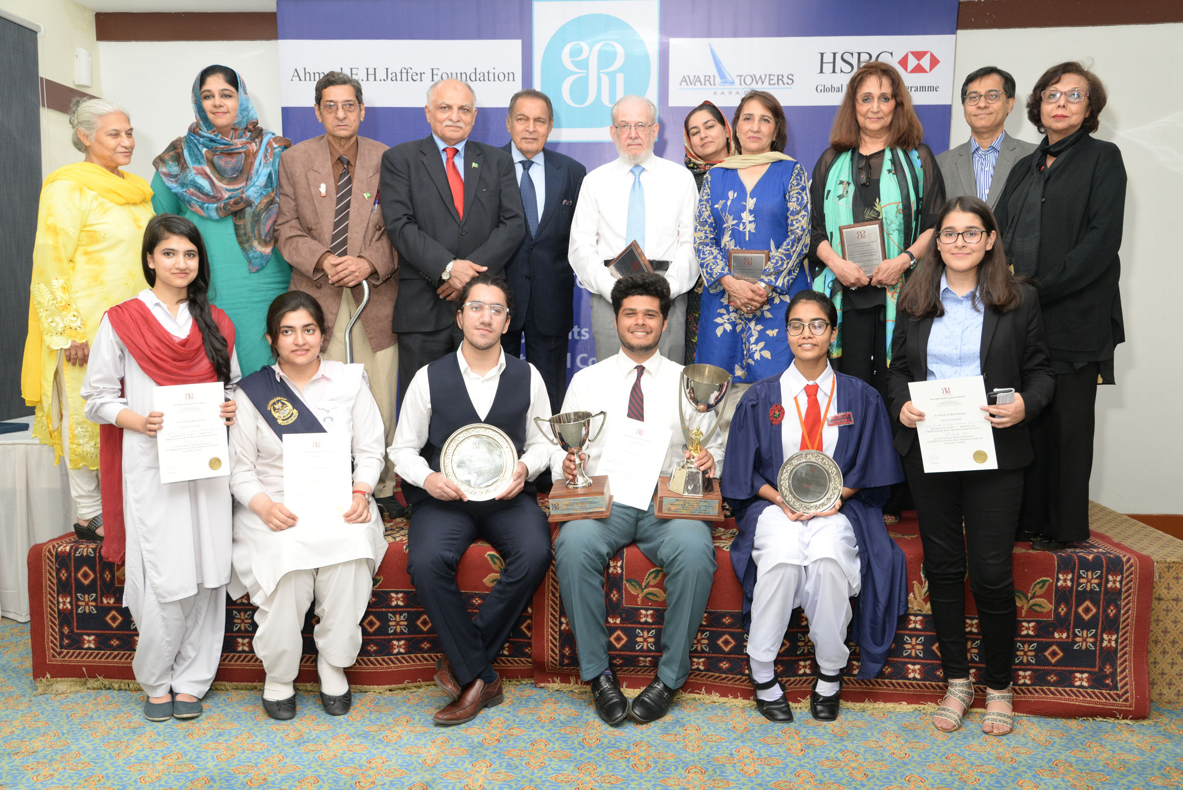 winner danyal shahab sarki of karachi grammar school first runner up syed muhammad shahmeer ali of lahore grammar school defence lahore second runner up zehra shabbir khan of mama parsi girls secondary school karachi and three other participants arooj and safa from islamabad and dua e zainab from lgs photo esup