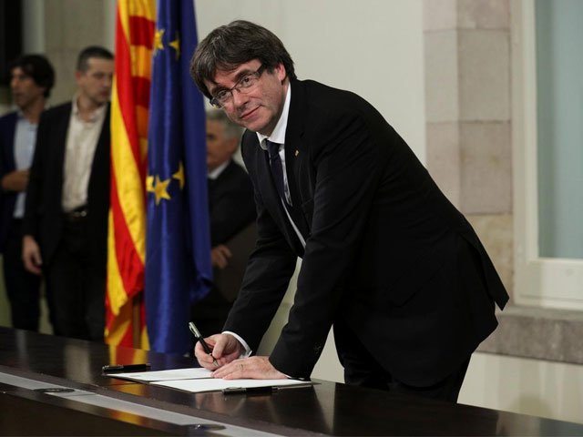 carles puigdemont at the catalan regional parliament in barcelona spain october 10 2017 photo reuters