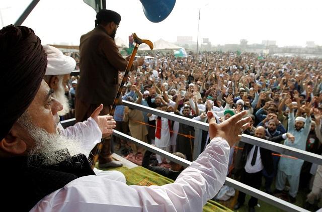 khadim hussain rizvi leader of the tehreek e labaik pakistan leads members in shouting slogans during a sit in in rawalpindi november 10 2017 photo reuters