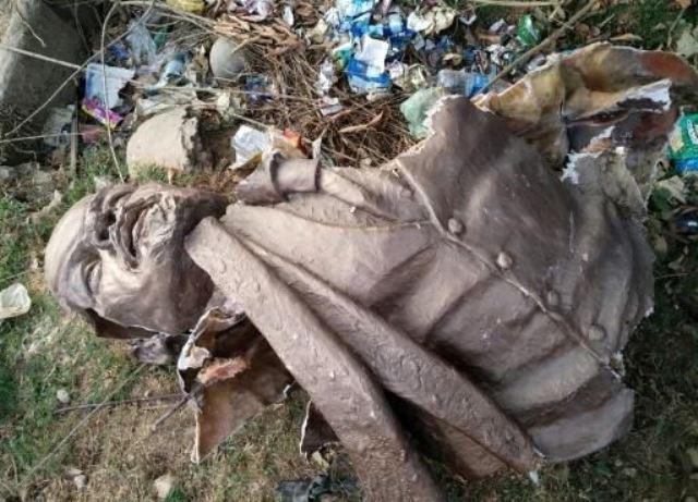 indian police make arrest after lenin statue is bulldozed