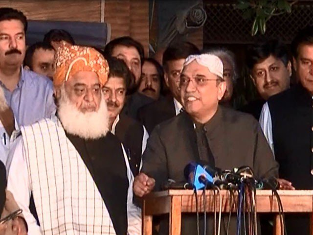 JUI-F chief Maulana Fazlur Rehman and PPP co-chairman Asif Ali Zardari addressing a joint press conference in Islamabad on Wednesday. SCREENGRAB