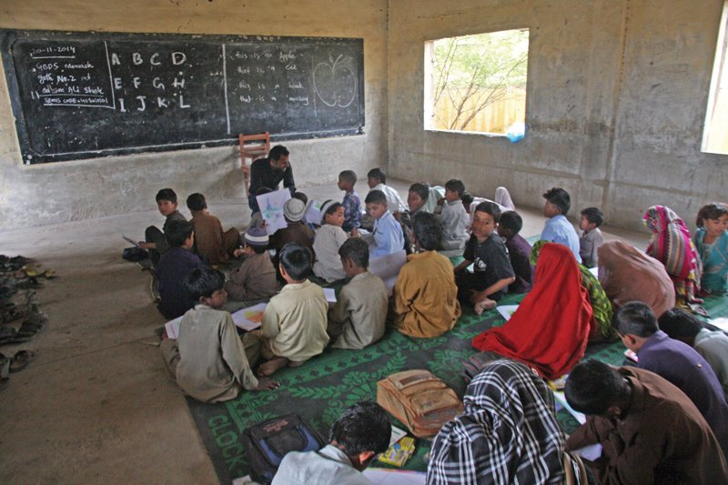 tcf and thar foundation sign agreement to teach in sindhi at 500 schools