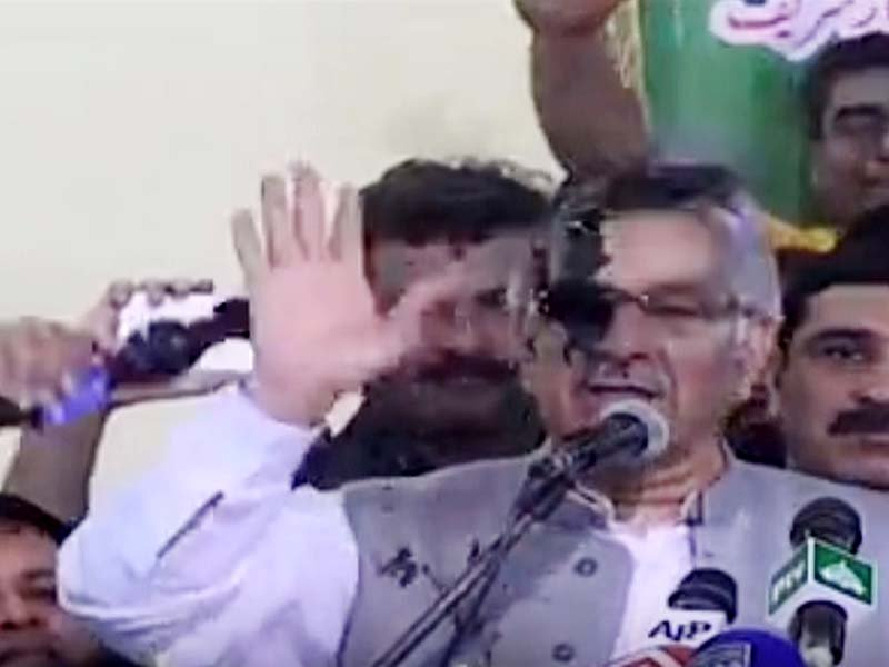 Ink thrown at FM Khawaja Asif at workers convention in Sialkot. SCREENGRAB
