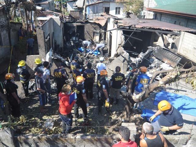 small plane crashes outside philippine capital killing 10