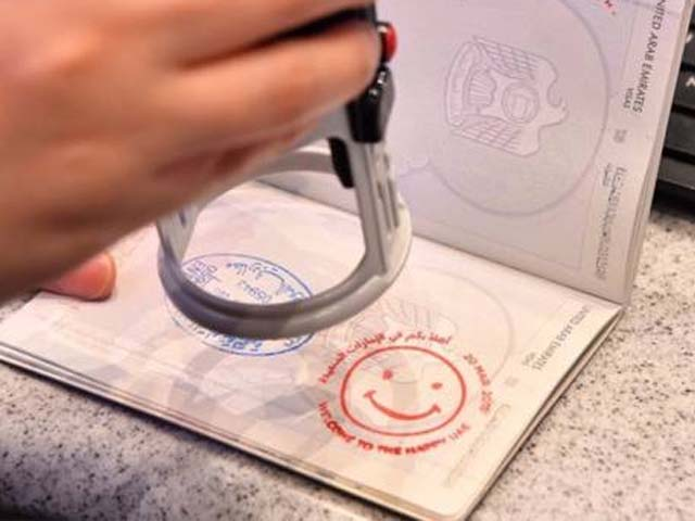 travellers get smiley visa at dubai airport