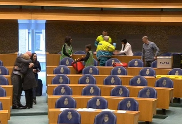 man jumps from public gallery of dutch parliament in suicide attempt