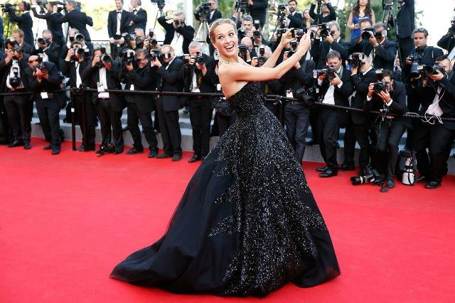 czech model petra nemcova poses for a selfie as she arrives for the screening of the film deux jours une nuit two days one night at cannes photo afp