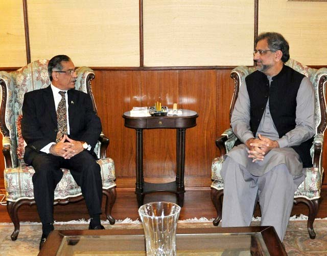 PM Abbasi assures CJP Nisar all possible assistance in revamping judicial system of the country as visualised by the chief justice. PHOTO: EXPRESS