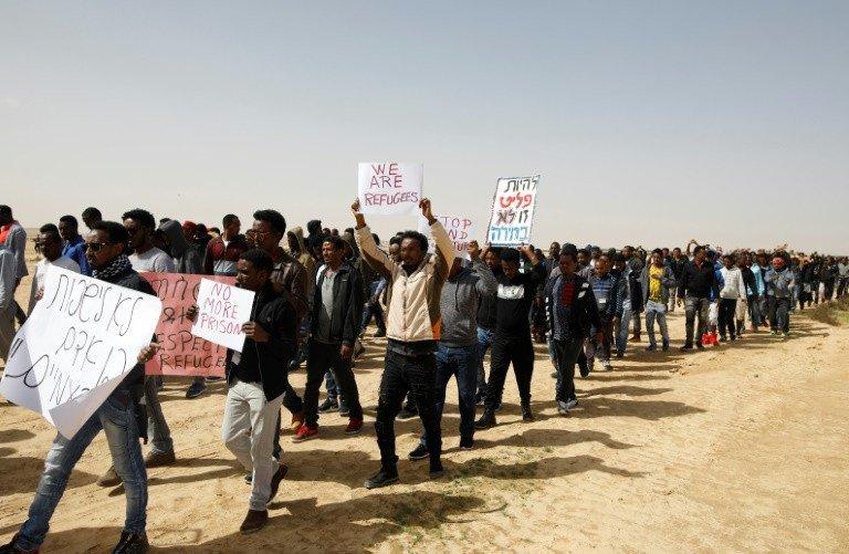 netanyahu suspends israel un deal on resettling african migrants