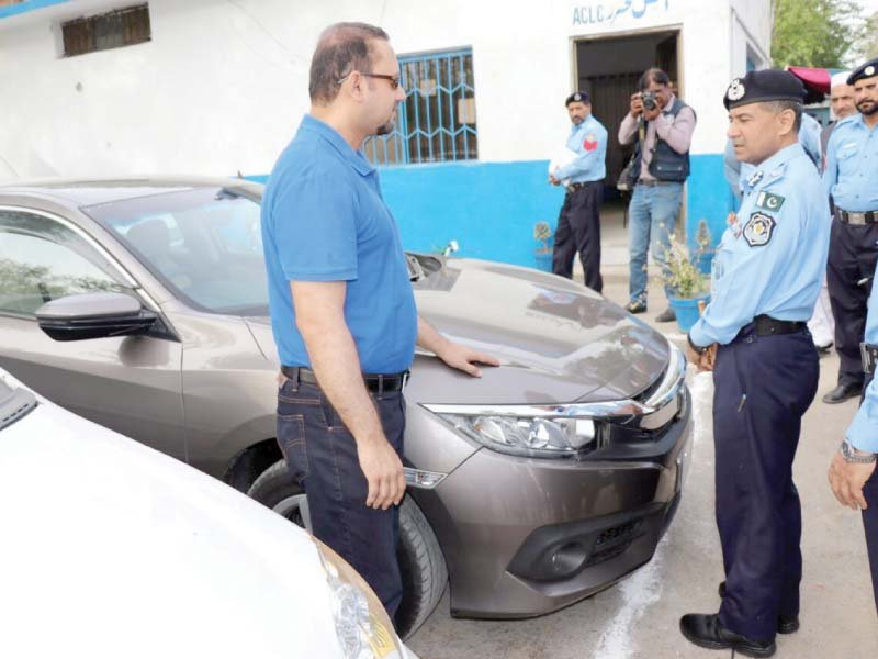ig temuri hands over a recovered car to its owner photo express